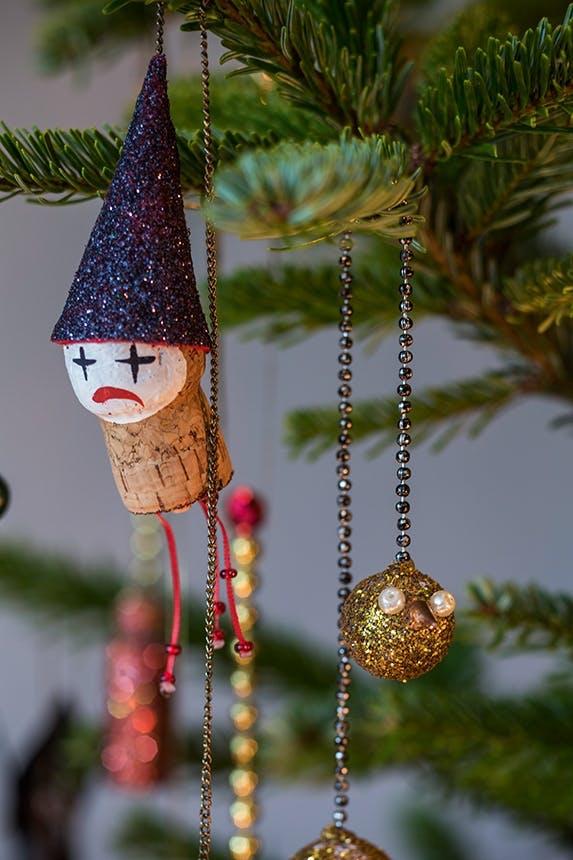 hjemmelavet juletræspynt på juletræ