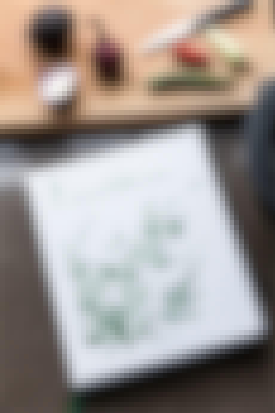 bog af mielcke og hurtigkarl på køkkenbord