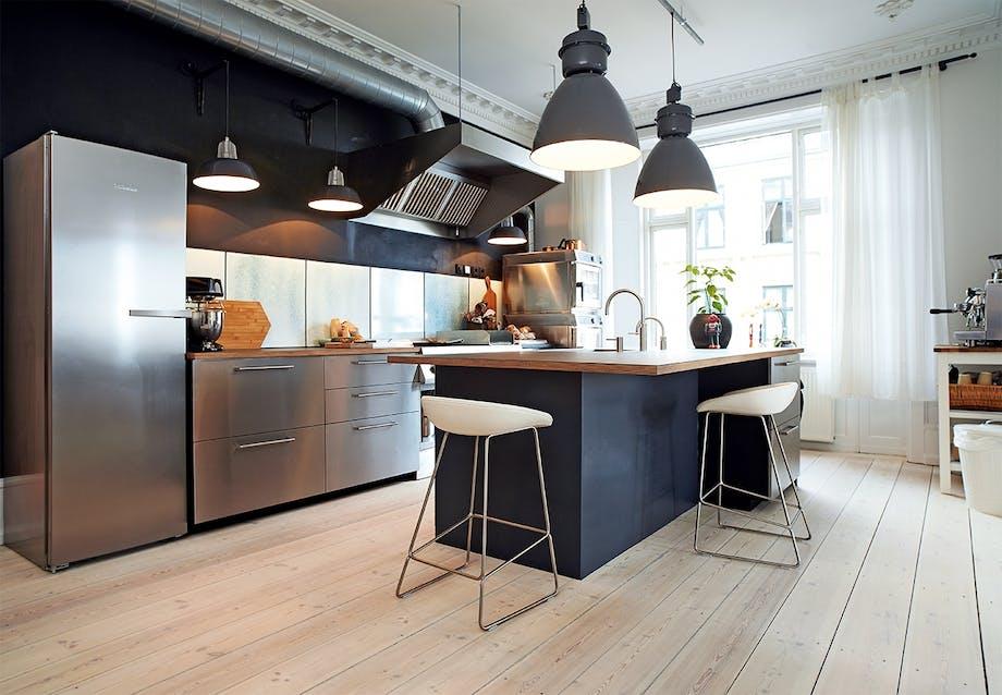 Timm Vladimirs private køkken i grå nuancer