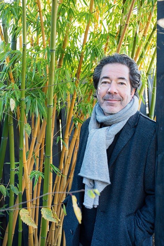 havedesigner anders mårtensen foran bambustræ