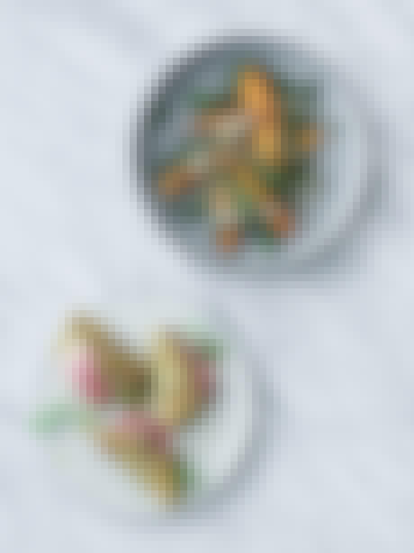 vegetarisk efterårsmenu med kålpandekager og bagte kartofler