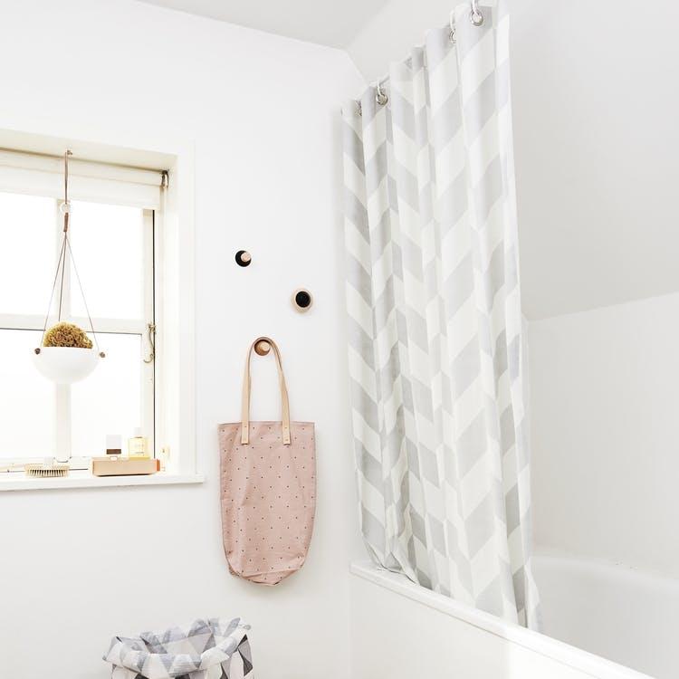 Cool Badeforhæng eller brusevæg? Valget sætter sit præg på badeværelset HB98