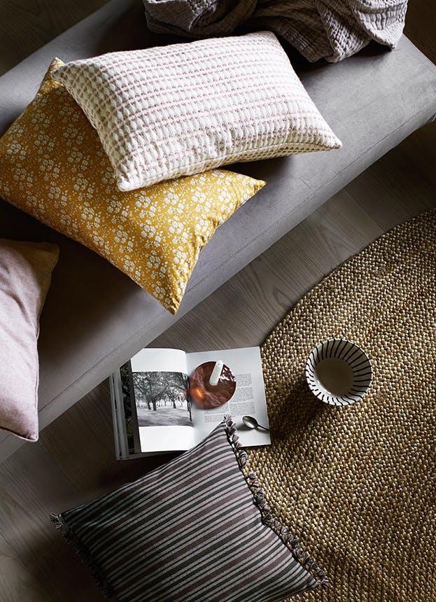 Tine K Home puder og tæpper i jordfarver