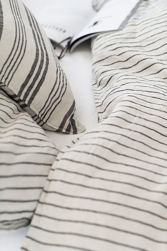 H&M Home sengetæppe med striber