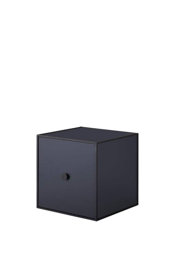 By Lassen vedhængt boks i sort