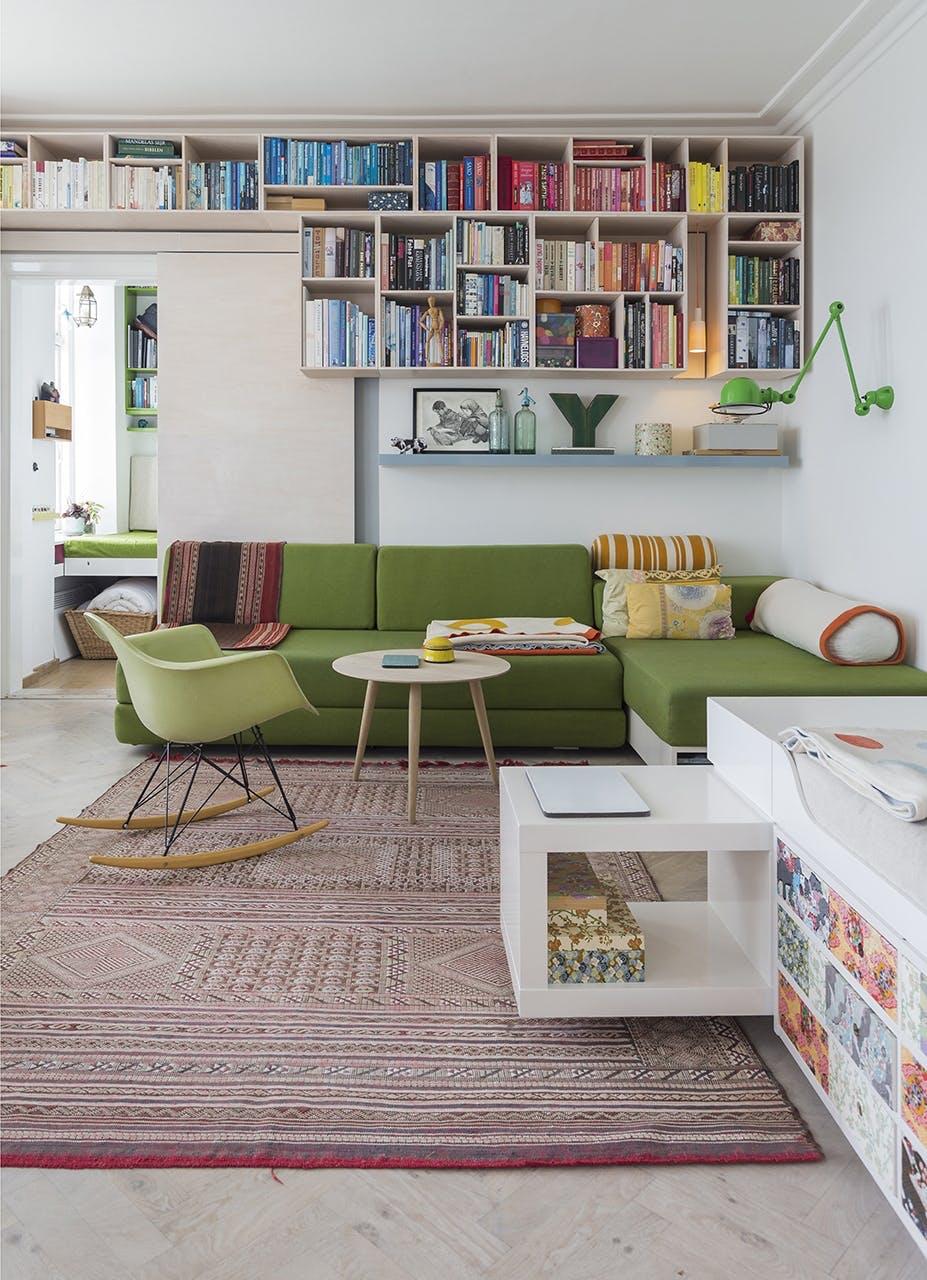 Danske Boligarkitekter small living reol grøn sofa eames