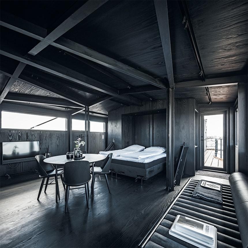 The Krane værelse med seng og spisebord
