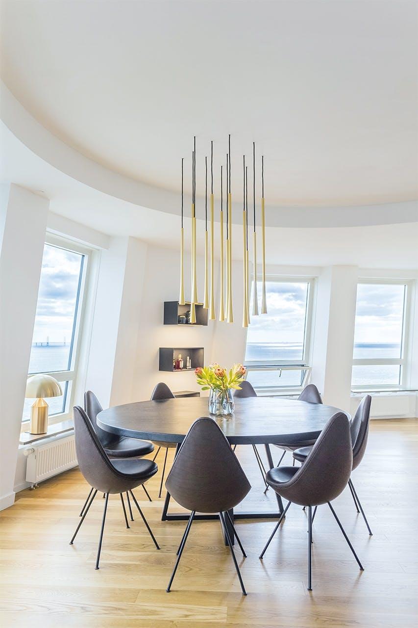 lejlighed indretning eksklusivt spisebord stole