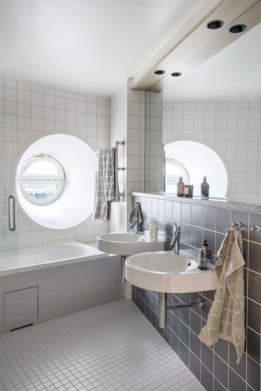 lejlighed indretning eksklusivt badeværelse badekar