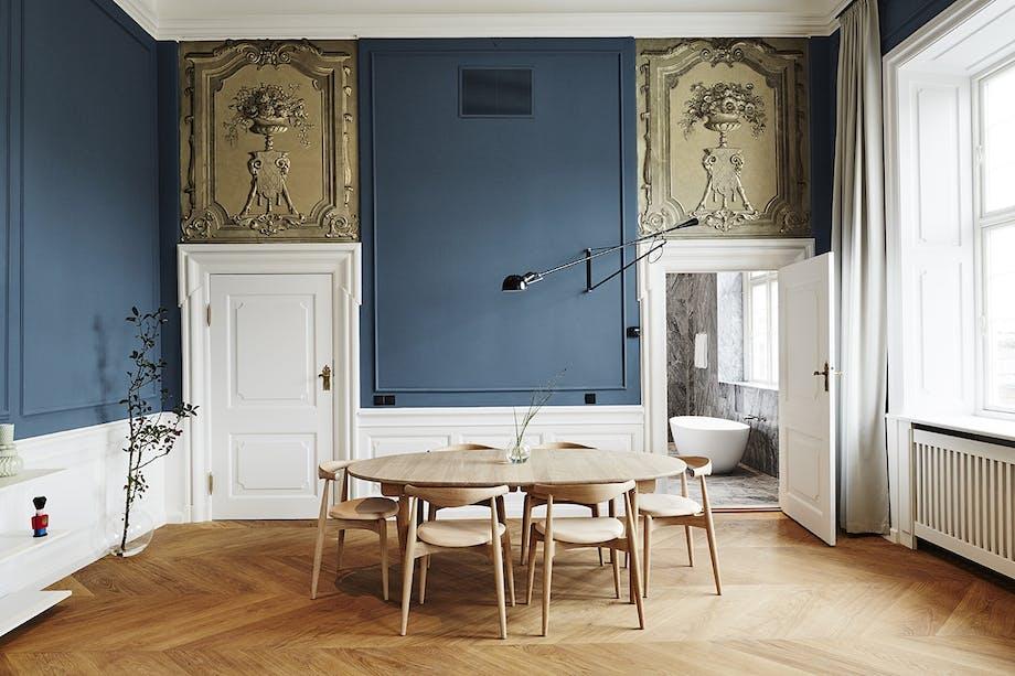 Nobis Hotel Copenhagen stue med blå vægge