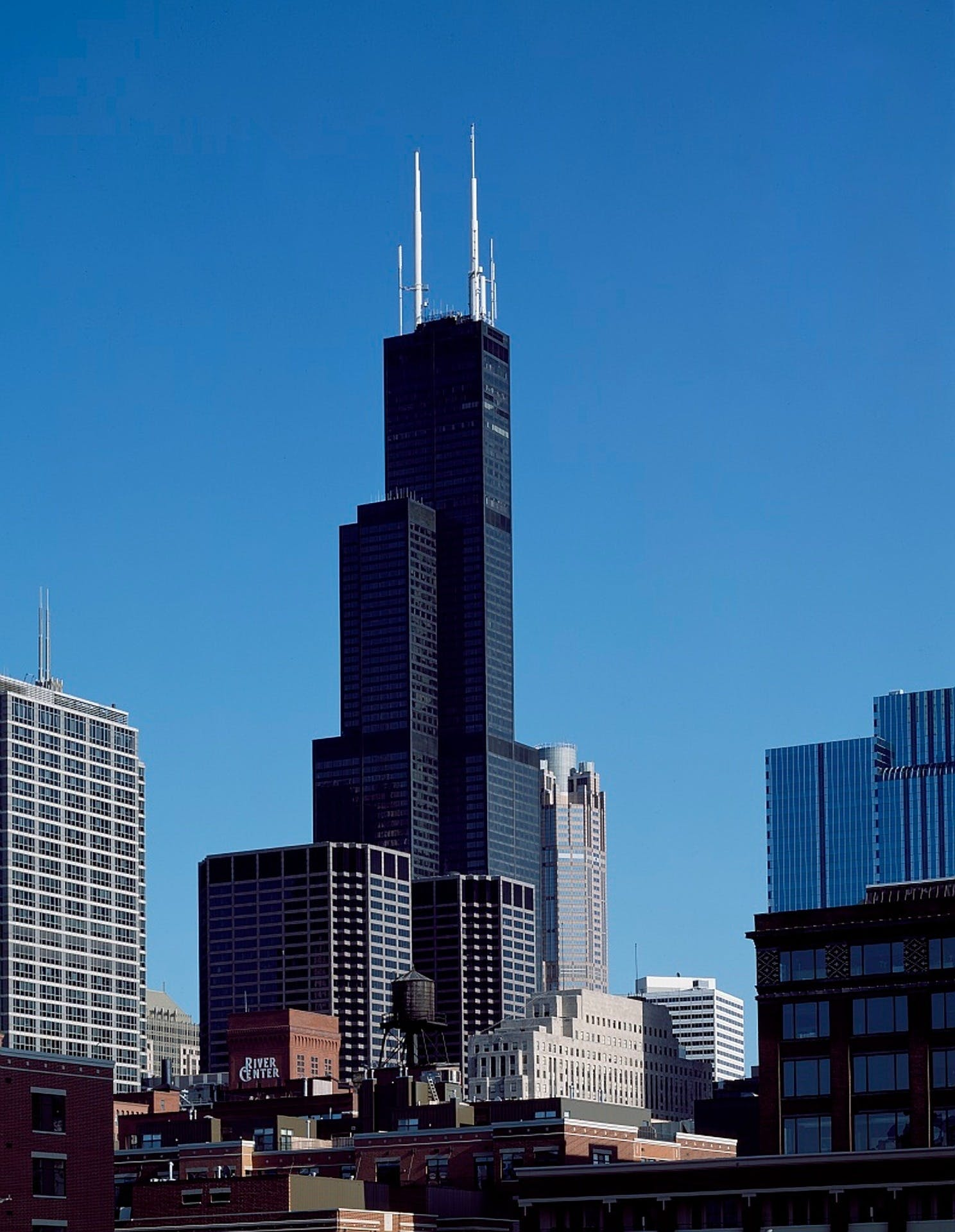 8: Willis Tower – 527 m.
