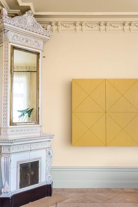 Note Design Studio gul væg i stockholmlejlighed