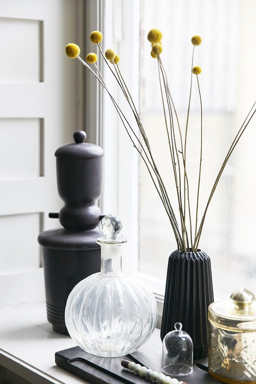 boligreportage boligindreting pynt blomster glas