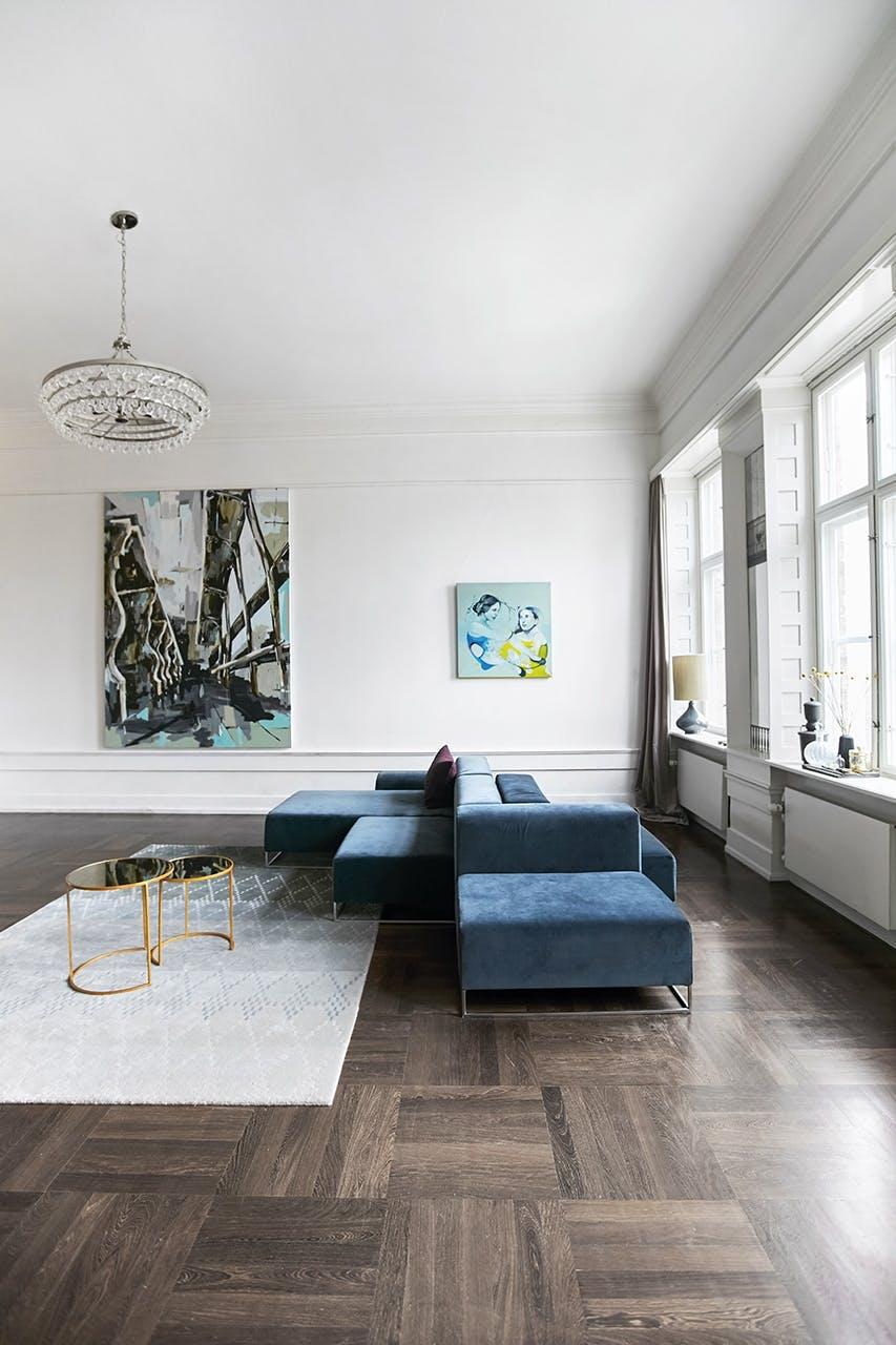 boligreportage boligindreting lejlighed lys sofa