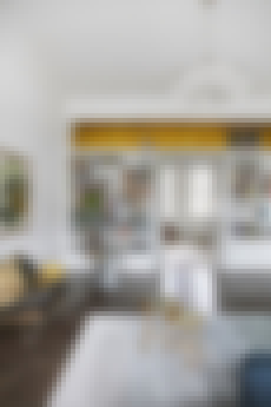 boligreportage boligindreting lysekrone stue reol
