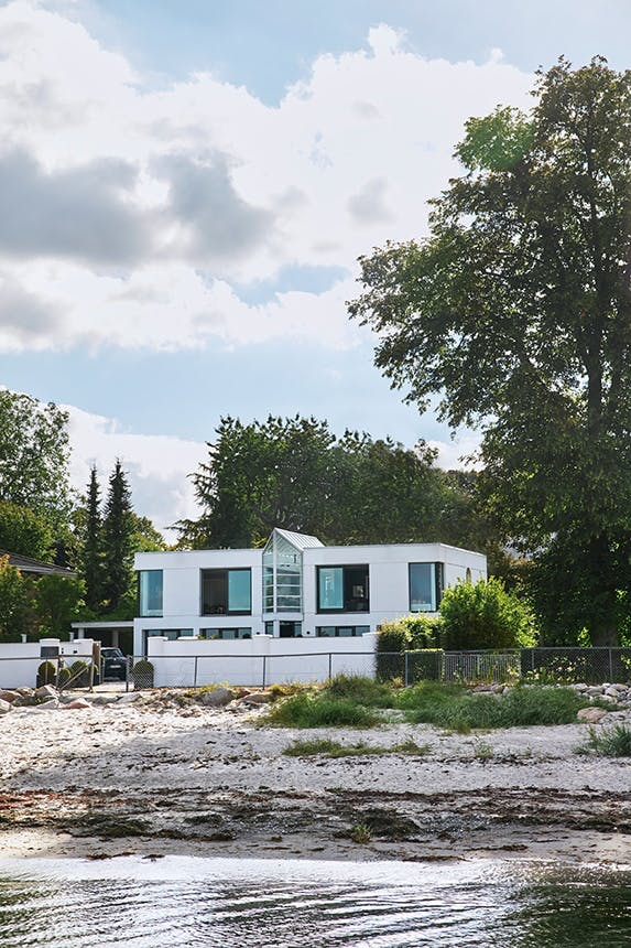 strandvejsvilla med udsigt ud over øresund