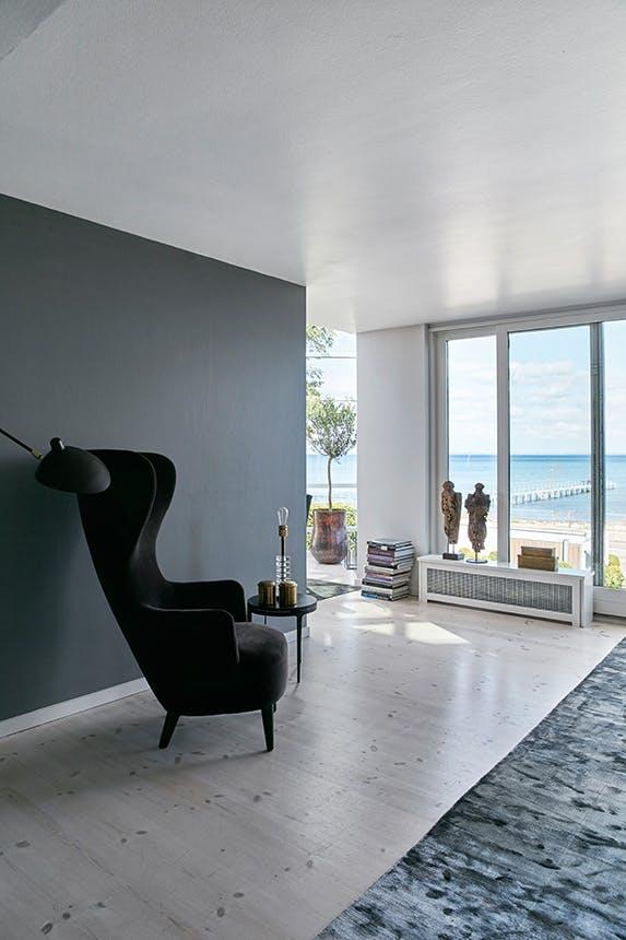 stue med stol og udsigt ud over øresund