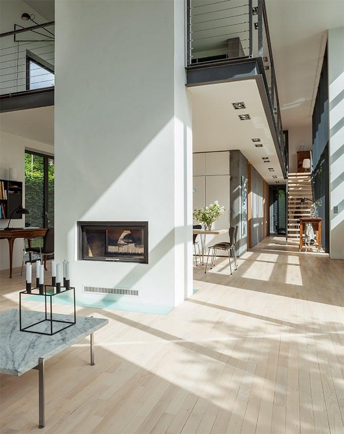 arkitekttegnet hus stue og køkken i et