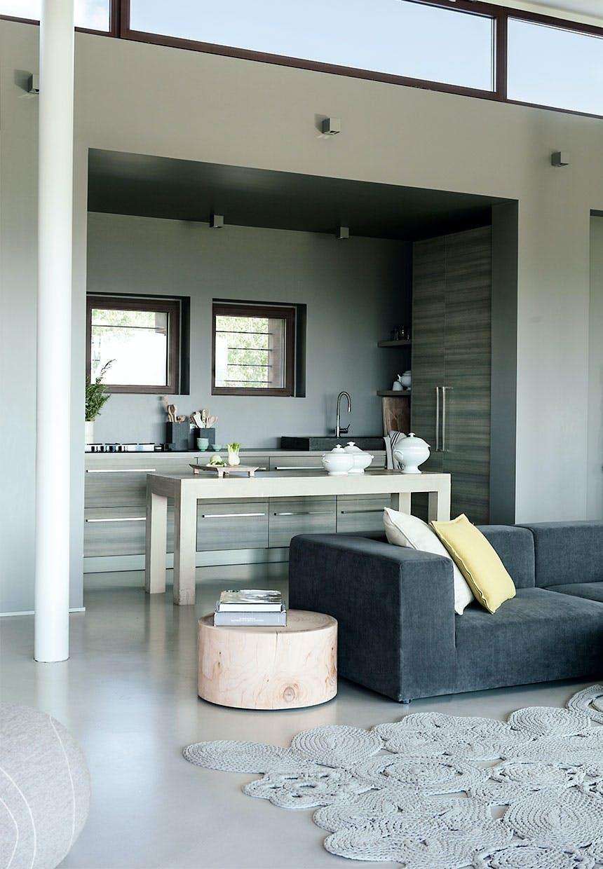 Afslappet atmosfære i både stue og køkken