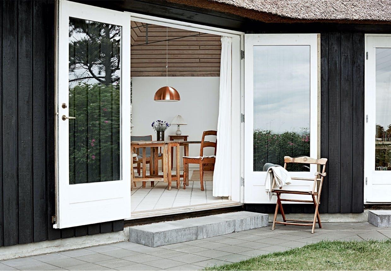 Dobbelte glasdøre ud til terrassen