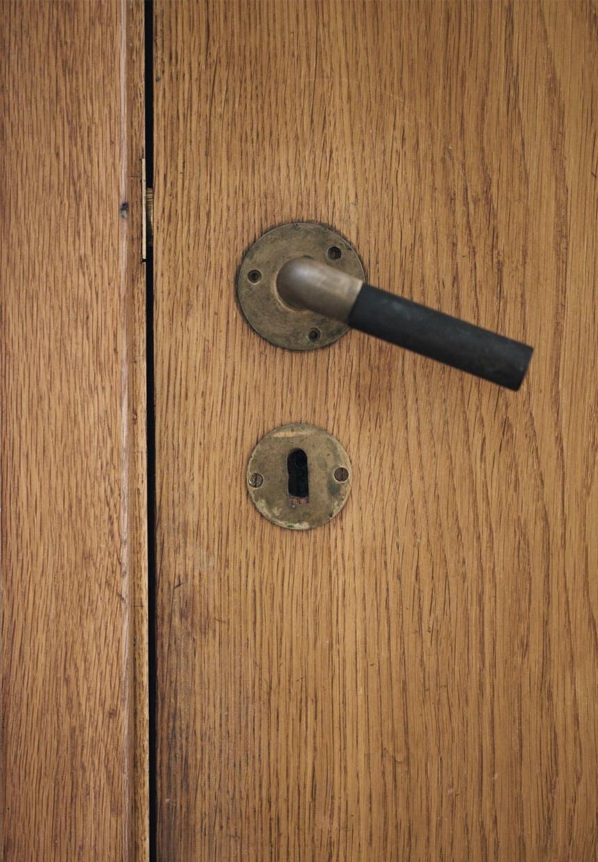 Dørhåndtag i Arne Jacobsens hjem designet af ham selv