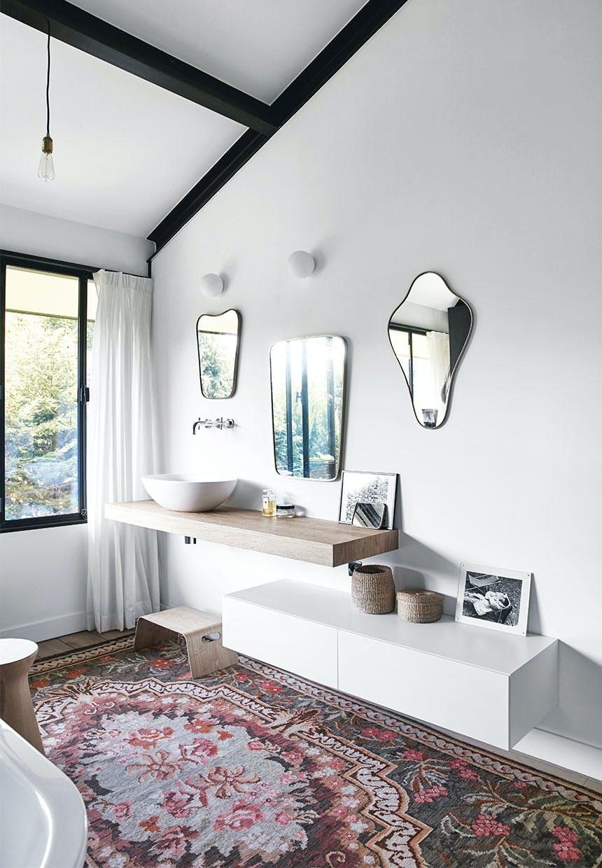 Antikviteter og grafisk look i badeværelset