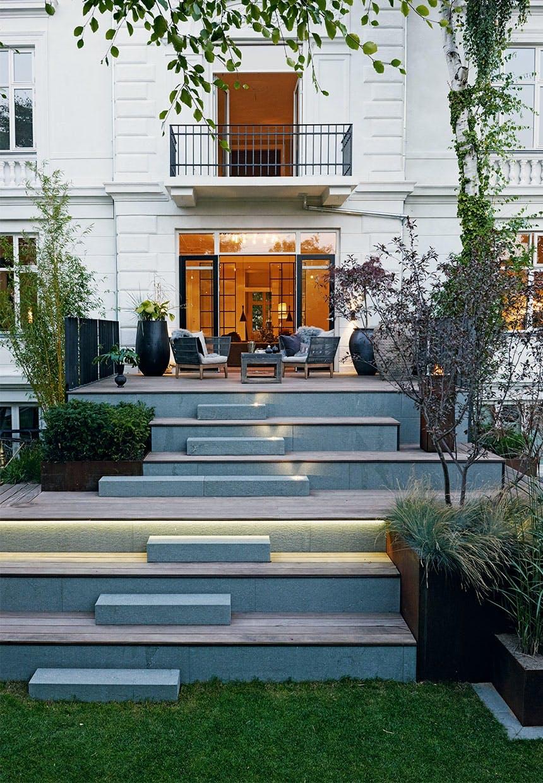 Skøn trappe forbinder byhaven og huset