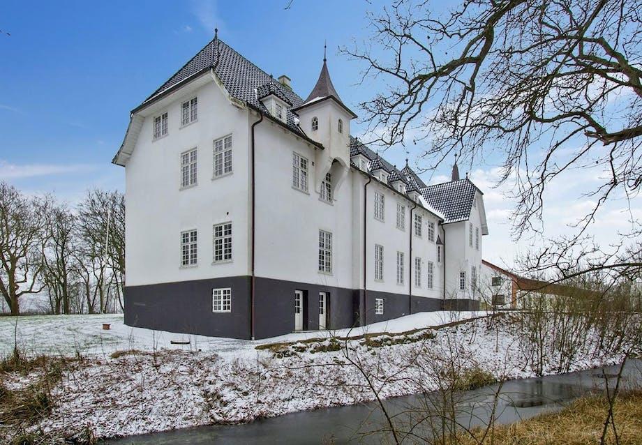 Slot med voldgrav