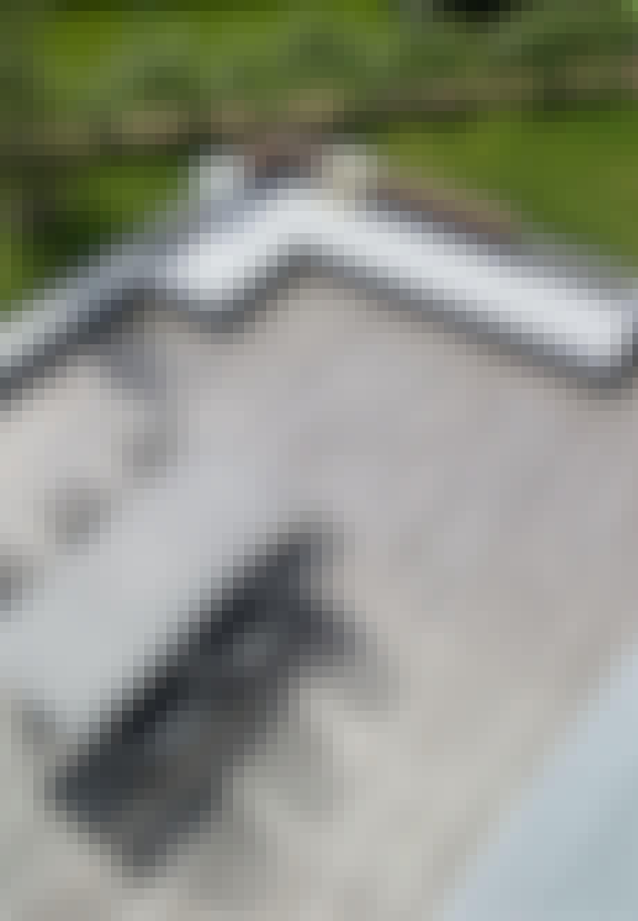 Granitsokkel som siddeplads