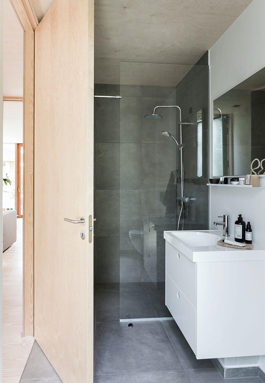 Minimalistisk og enkelt badeværelse