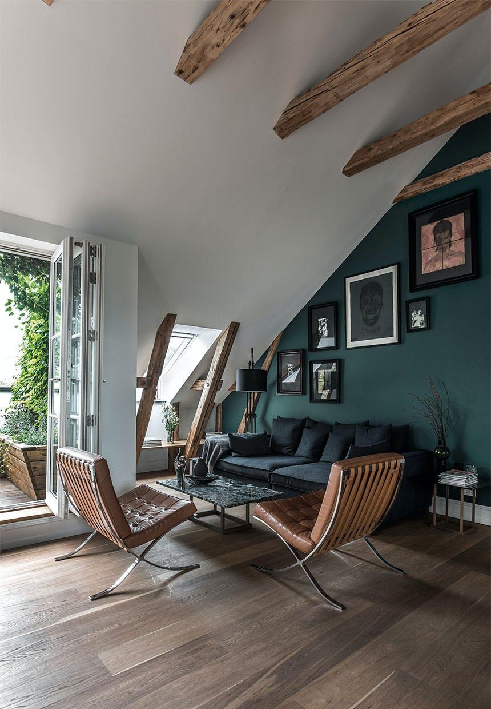 Støvgrøn væg og egne værker