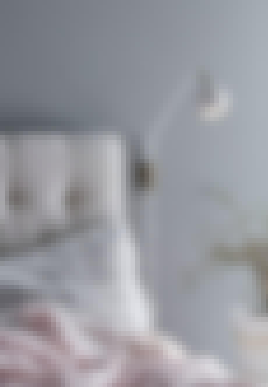 Væglampe med detaljer i messing