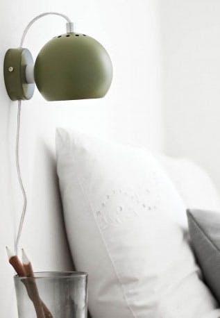 Rund mørkegrøn væglampe