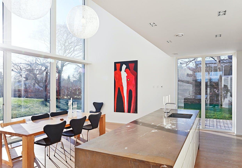 Køkken-alrum med højt til loftet