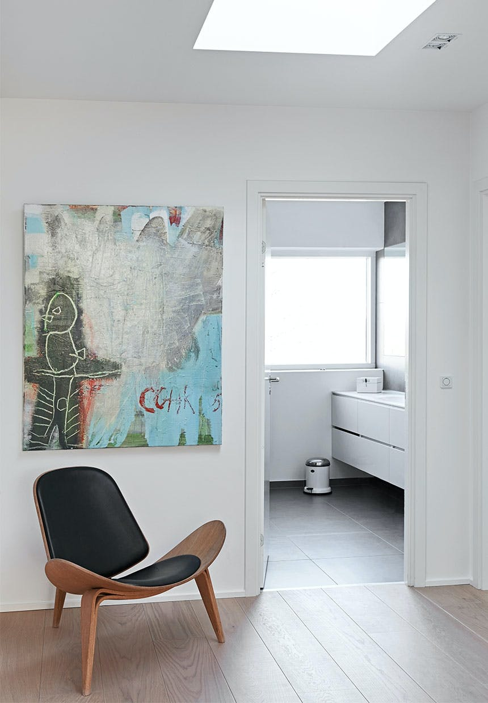 Ovenlys og designer stol