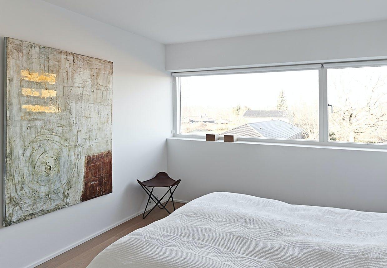 Enkelt soveværelse med udsigt