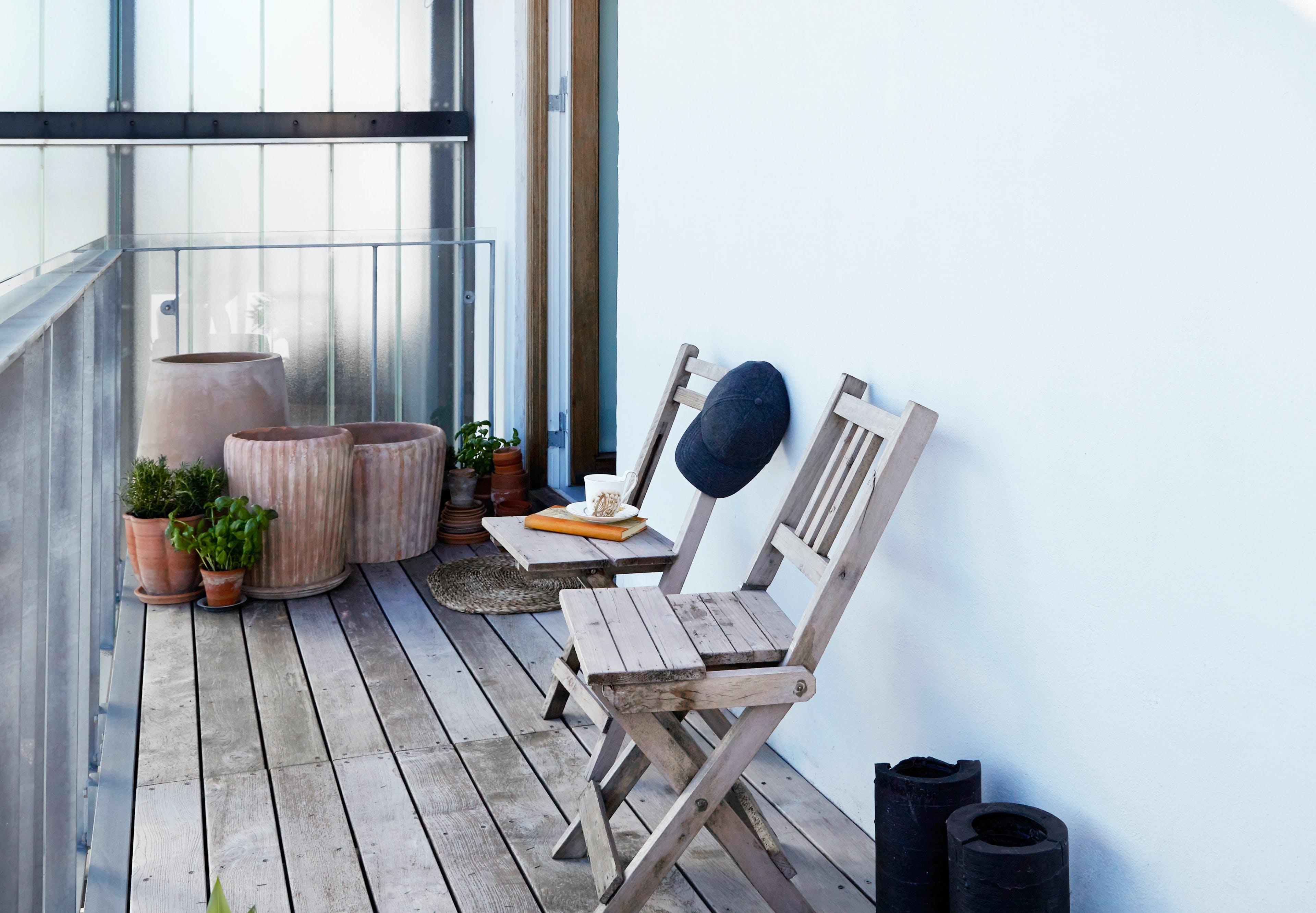 Havemøbler, havekrukke, plaider, tæpper og puder til haven, terrassen eller altanen.