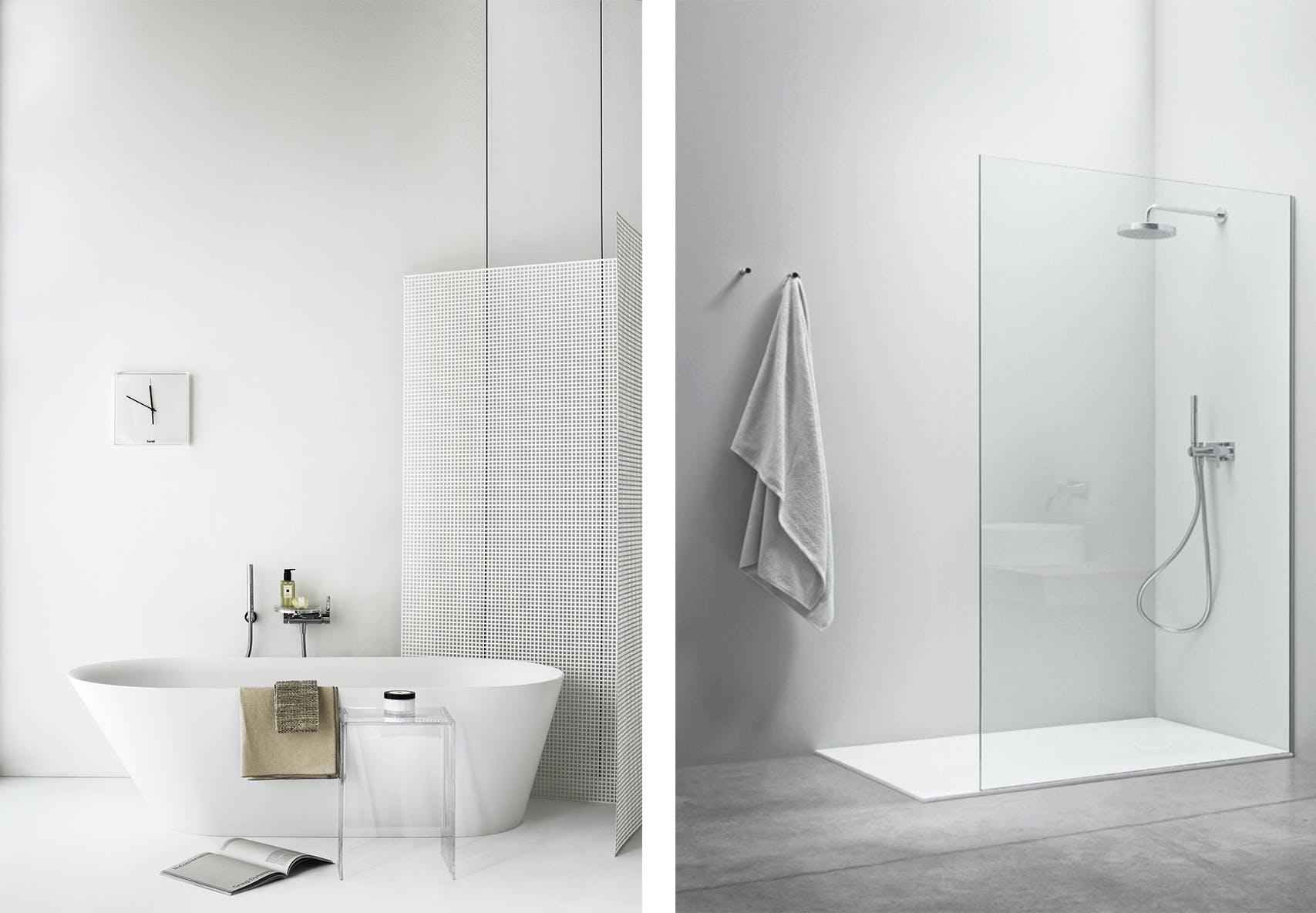 hvidt badeværelse med badekar og brusekabine