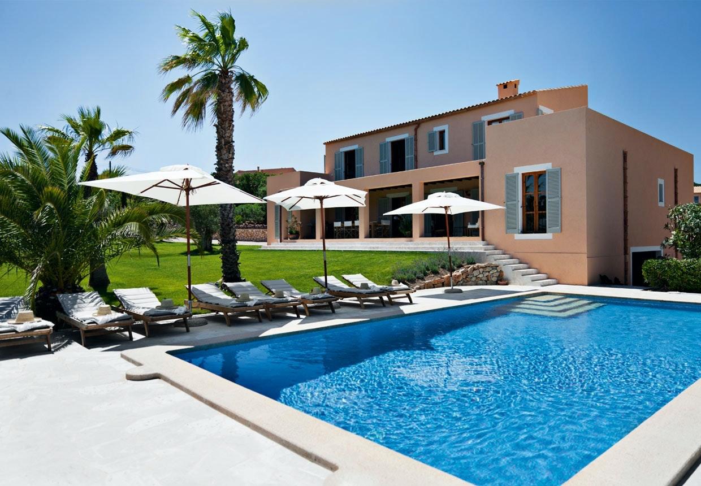 Villa på Mallorca med retromøbler og elegance