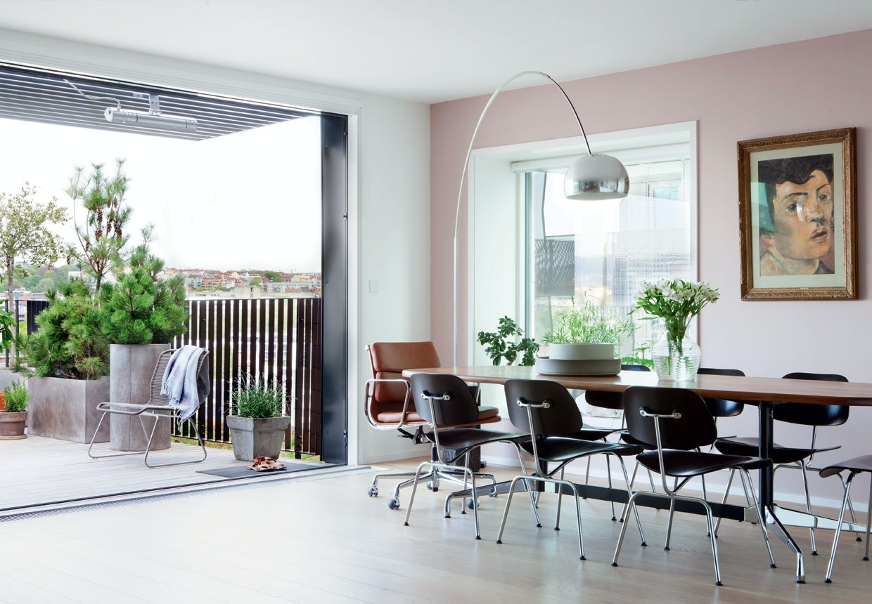 Lejlighed i Oslo med design og farvede detaljer