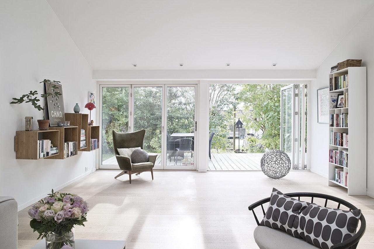 stue terrasse reol foldedøre