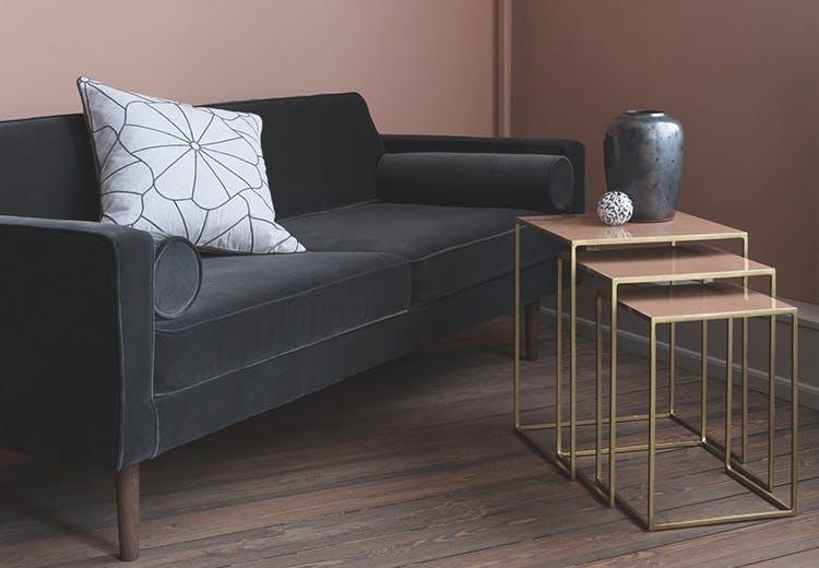 Broste Copenhagen lampe, sofa og tre borde