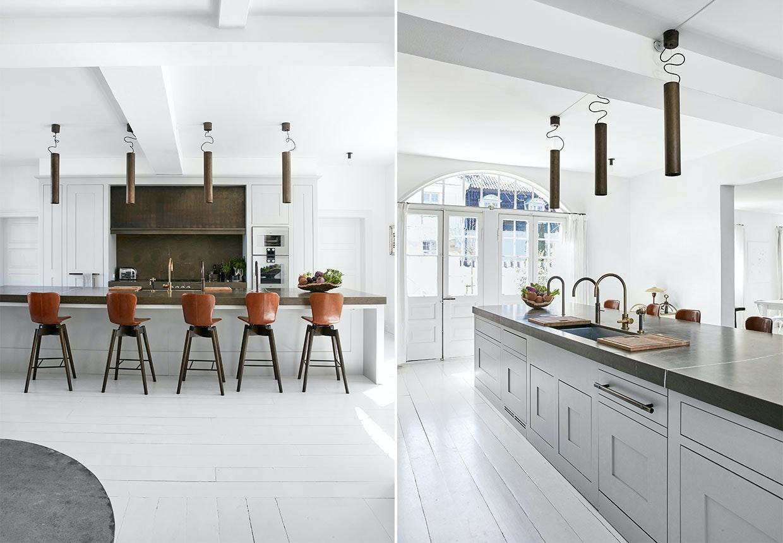 Køkken med køkkenø og smukke barstole i læder