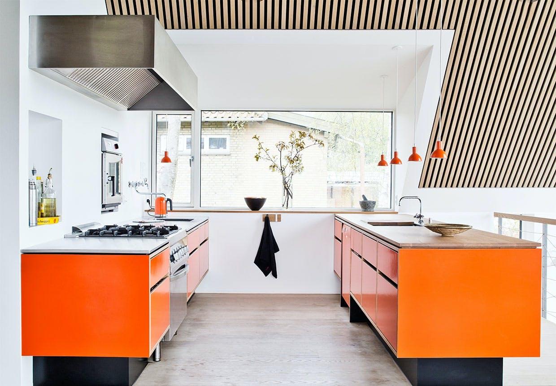 Orange køkken med detaljer