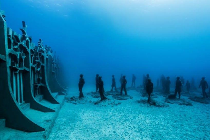 100 tons skulpturer på 14 meters dybde
