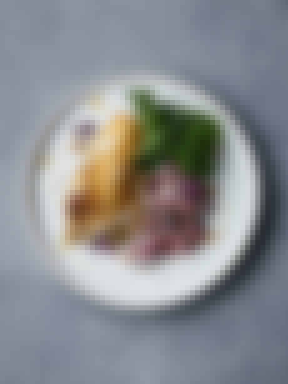 Hovedret: Onglet endive grønkål kærnemælkscreme