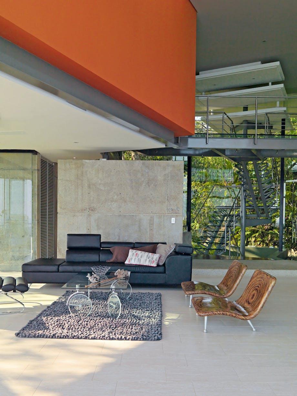 Stentrappe med glas deler etagerne