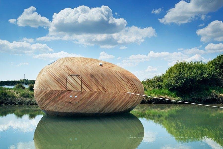Bo i et æg på en flod i ...