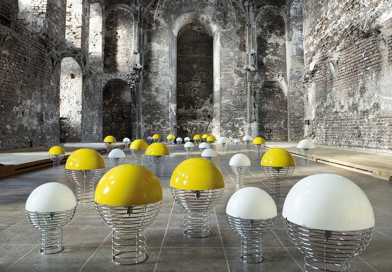 Lamper af Verner Panton, wire bordlampe, gule og hvide