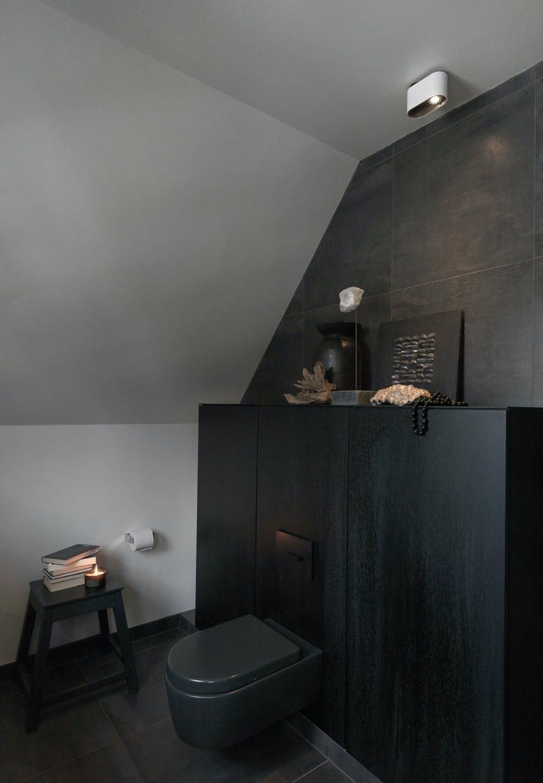 Sort-i-sort badeværelse fra Multiform